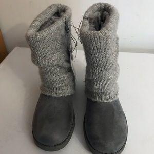 Gray cat & jack boots